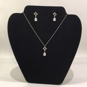 Earrings and necklace set!